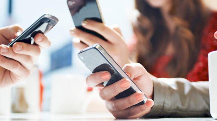 Cara Cegah Virus Corona, Rajin Bersihkan Layar Smartphone Anda?